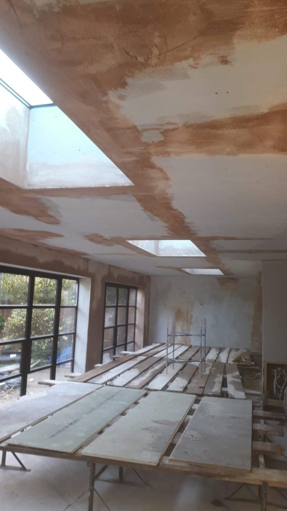 Plasterboard dot and dab finish to wall